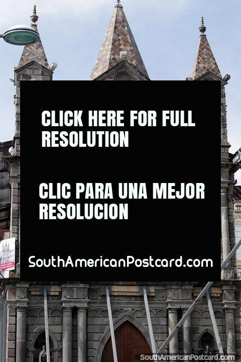 Capilla Episcopal fue construida antes de la catedral y se encuentra justo al lado en Ibarra. (480x720px). Ecuador, Sudamerica.
