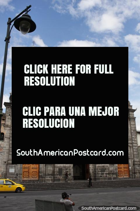 Iglesia Basílica de la Merced es donde los sobrevivientes del terremoto de Ibarra de 1868 regresaron. (480x720px). Ecuador, Sudamerica.
