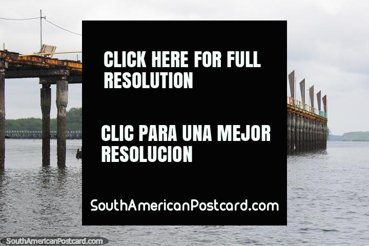 O velho cais no velho porto em San Lorenzo, pise os conselhos cuidadosamente. (720x480px). Equador, América do Sul.