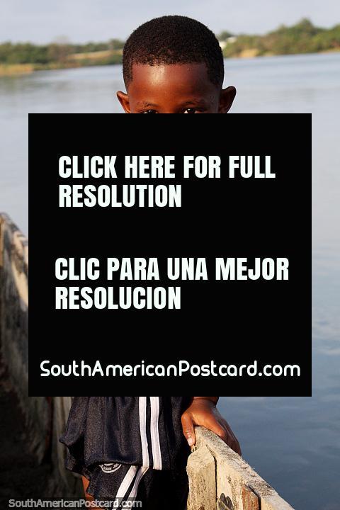 O mais jovem dos 3 irmãos do Rio Esmeraldas. (480x720px). Equador, América do Sul.