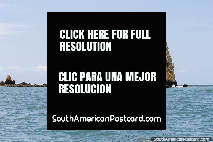Viagem por barco a Ilha de Pássaro da costa em praia de Atacames. (720x480px). Equador, América do Sul.