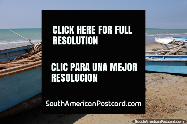 Beautiful day at El Matal Beach with hardly anybody around. (720x480px). Ecuador, South America.