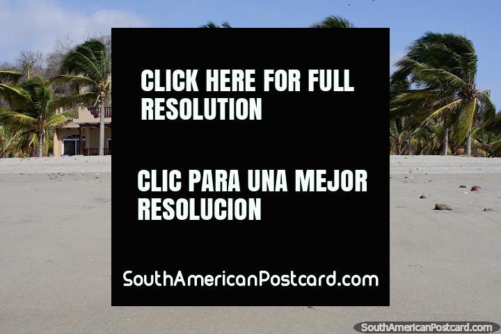 Casas de gente rica en la parte de atrás de la playa en El Matal, desearía tener una. (720x480px). Ecuador, Sudamerica.