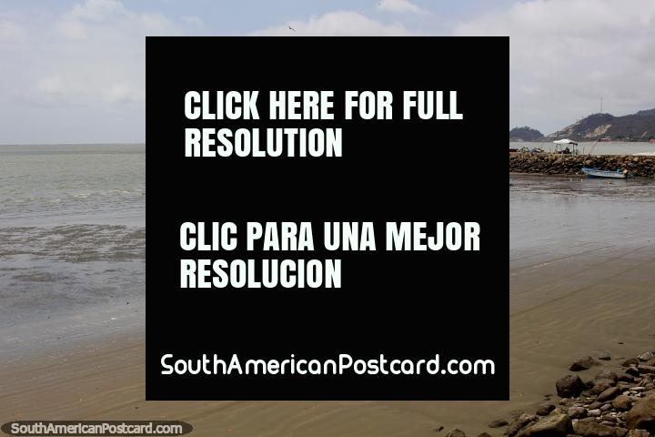 Praia e barcos em San Vicente, 20 minutos de Canoa. (720x480px). Equador, América do Sul.