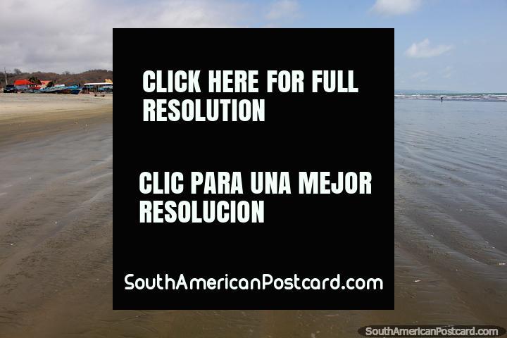 Canoa es la playa más larga de Ecuador a 17kms, un buen lugar para una larga caminata. (720x480px). Ecuador, Sudamerica.