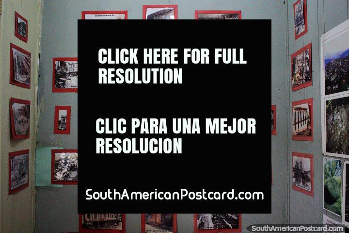Fotografías en blanco y negro que muestran la historia de Zaruma en el museo. (720x480px). Ecuador, Sudamerica.