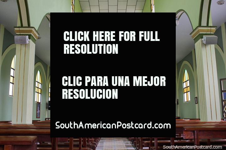 Dentro de la iglesia en Arcapamba, Iglesia de Fátima del Rosario. (720x480px). Ecuador, Sudamerica.