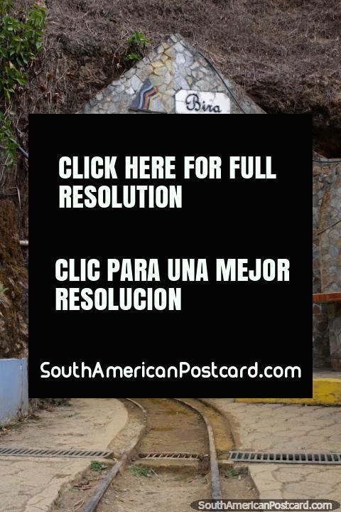 Entrada de la mina de oro El Sexmo en Zaruma, permite entrar. (480x720px). Ecuador, Sudamerica.