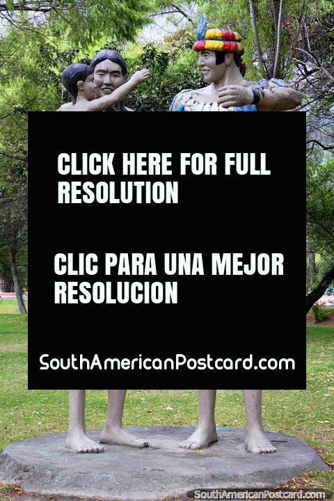 Monumento de Shuar em Loja, pessoas de Amazônia do Equador e o Peru, vivem entre o mato e oceano Pacïfico. (480x720px). Equador, América do Sul.