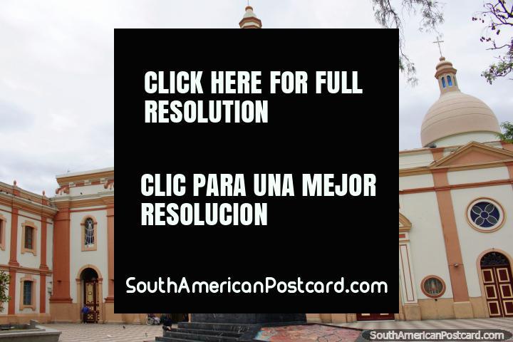 Iglesia San Francisco en Loja, comenzó en 1548, se construyó en 1564 y se reconstruyó después del terremoto de 1749. (720x480px). Ecuador, Sudamerica.