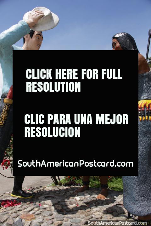 Encontrando-se e oferecimentos do indïgena aos colonizadores, monumento em Limon. (480x720px). Equador, América do Sul.