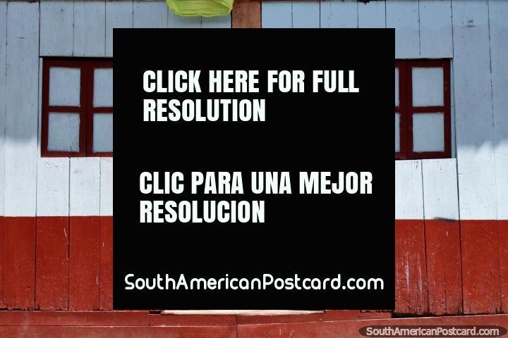Caracterizado por velhas fachadas de edifïcio de madeira, Limon é uma pequena cidade em Estrada Oriente. (720x480px). Equador, América do Sul.