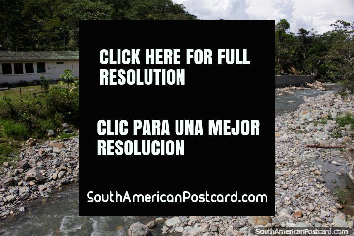 Río en Limon Indanza con muchas rocas, una buena parte del país. (720x480px). Ecuador, Sudamerica.
