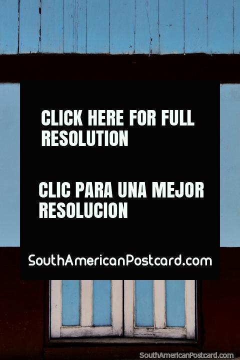 Portas, não a banda, verdadeiro um, azul e branco, Limon Indanza uma cidade de portas de madeira. (480x720px). Equador, América do Sul.
