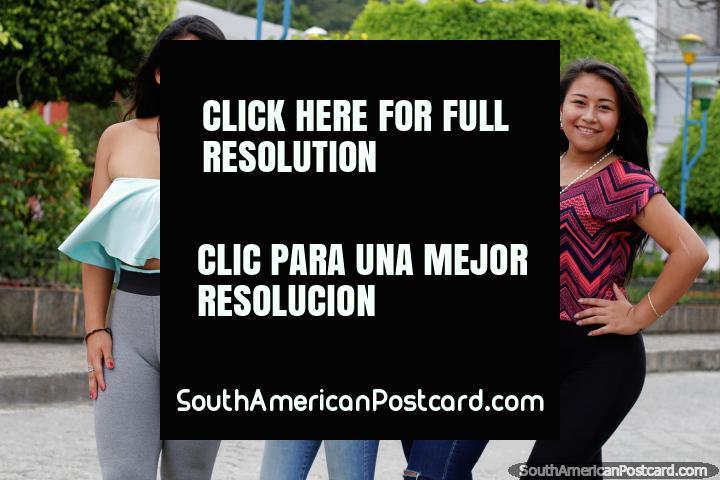 As meninas de Limon, um ramo amistoso quem gostam de mandar tomar o seu quadro. (720x480px). Equador, América do Sul.