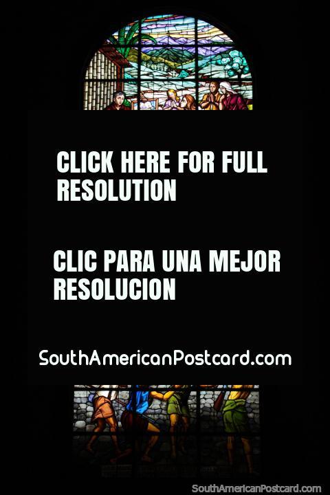 Hermosa gran vidriera en la iglesia de Macas. (480x720px). Ecuador, Sudamerica.