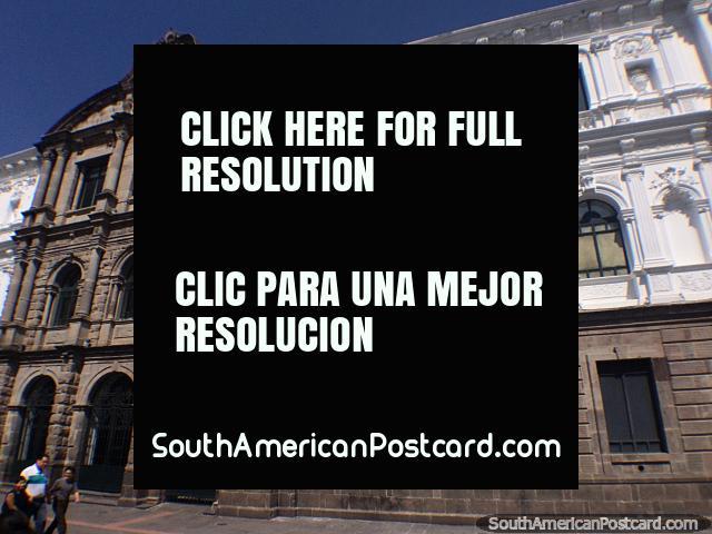 Centro Cultural en Quito, impresionante edificio histórico de piedra con arcos. (640x480px). Ecuador, Sudamerica.