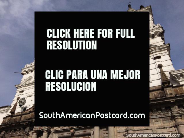 Construida entre 1540-1580 con las torres reconstruidas en 1893, la iglesia de San Francisco en Quito. (640x480px). Ecuador, Sudamerica.