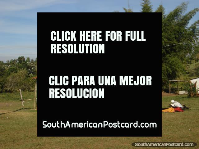 Simple country house between Ciudad del Este and La Colmena. (640x480px). Paraguay, South America.