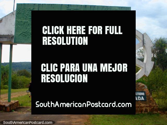 Entrada do parque Ybycui - Fábrica Nacional de Hierro La Rosada. (640x480px). Paraguai, América do Sul.