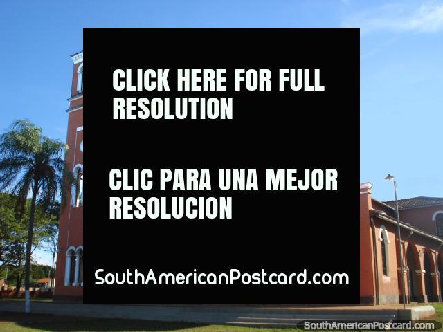 A igreja em Ybycui. (640x480px). Paraguai, América do Sul.