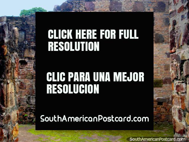 Edificio de la arco de piedra, Parque Nacional de Ybycui. (640x480px). Paraguay, Sudamerica.