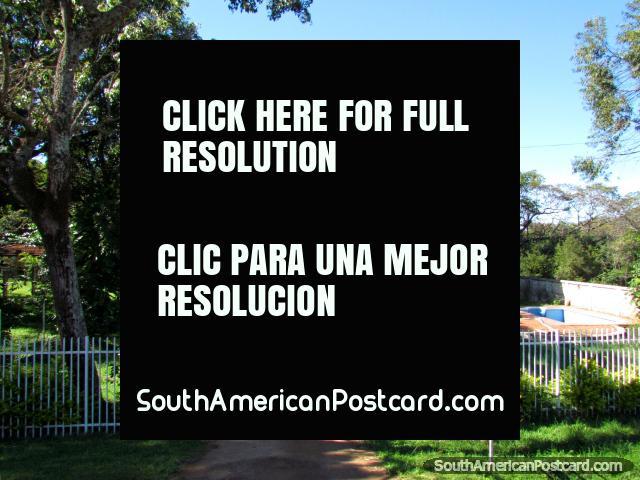 Uma grande casa muito bonita entre Encarnacion e Coronel Bogado. (640x480px). Paraguai, América do Sul.