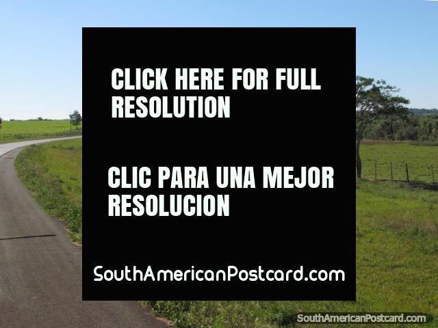 Ruta 1 entre San Ignacio y San Juan Bautista. (640x480px). Paraguay, Sudamerica.
