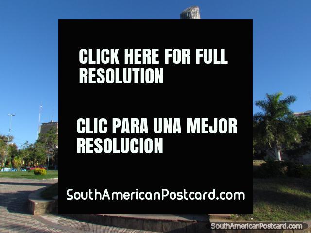 Monument in Asuncion - Madre de Ciudades, Cuna de la Libertad Americana. (640x480px). Paraguay, South America.