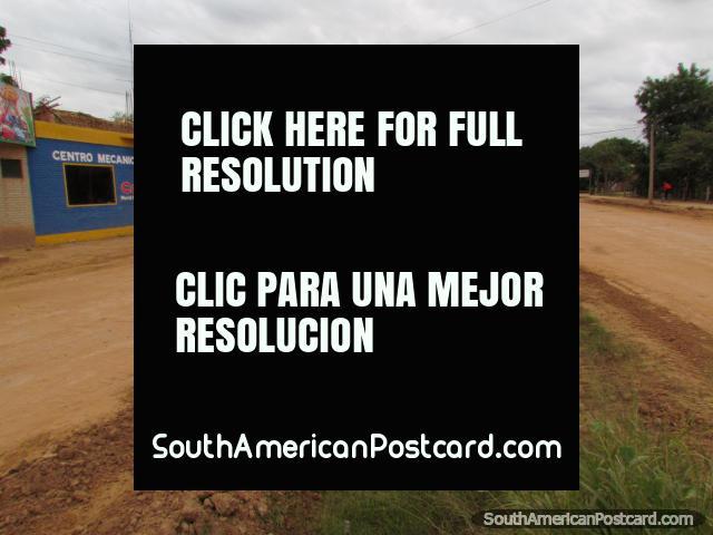 Un garaje de la mecánica y tienda en Filadelfia. (640x480px). Paraguay, Sudamerica.