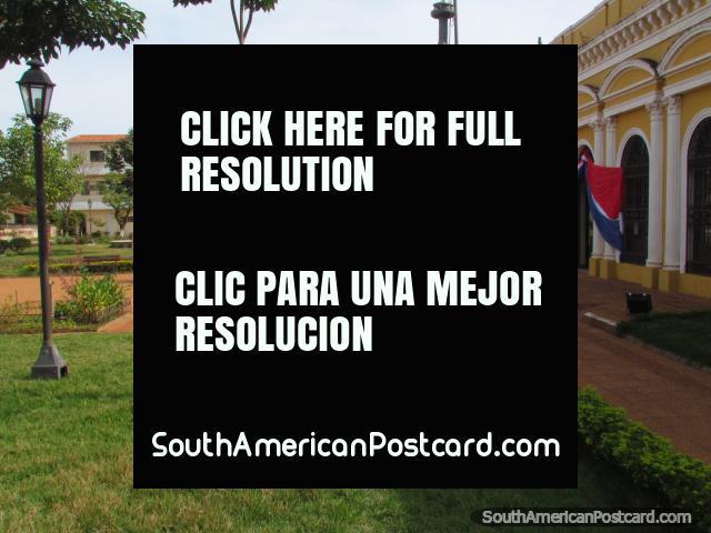 Edificio del gobierno y parque en Concepción. (640x480px). Paraguay, Sudamerica.
