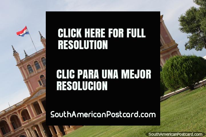El Palacio Presidencial López tiene hermosas zonas verdes y jardines, Asunción. (720x480px). Paraguay, Sudamerica.