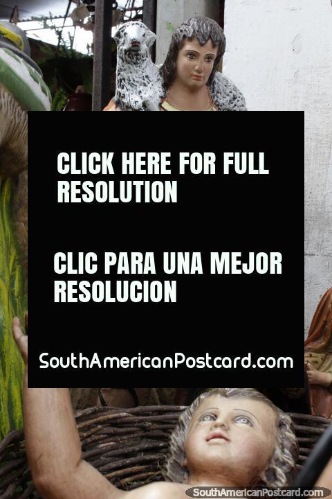 Pastor com um cordeiro sobre os seus ombros, grande trabalho cerâmico de venda em Aregua. (480x720px). Paraguai, América do Sul.