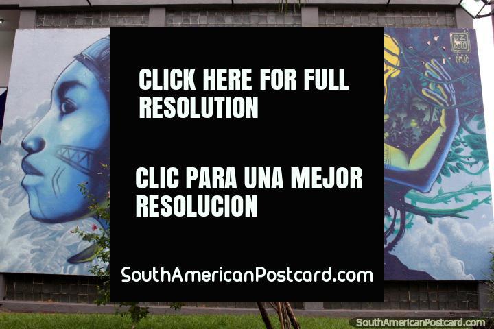 Jefe indígena y la mujer, mural de color azul y amarillo en Caacupé. (720x480px). Paraguay, Sudamerica.