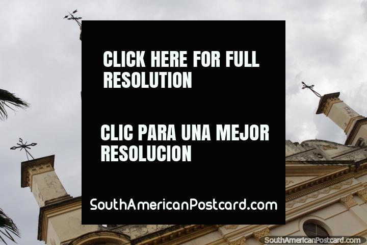 O sino e torre de relógio da catedral de Villarrica. (720x480px). Paraguai, América do Sul.