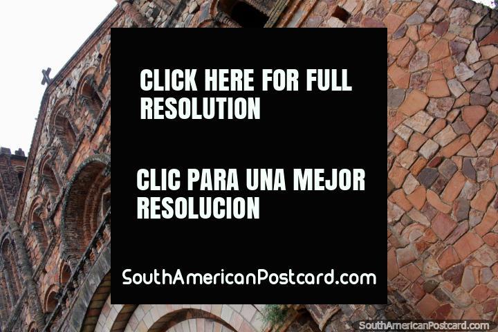 Cantería fina de la iglesia de piedra en Villarrica, un atractivo especial. (720x480px). Paraguay, Sudamerica.