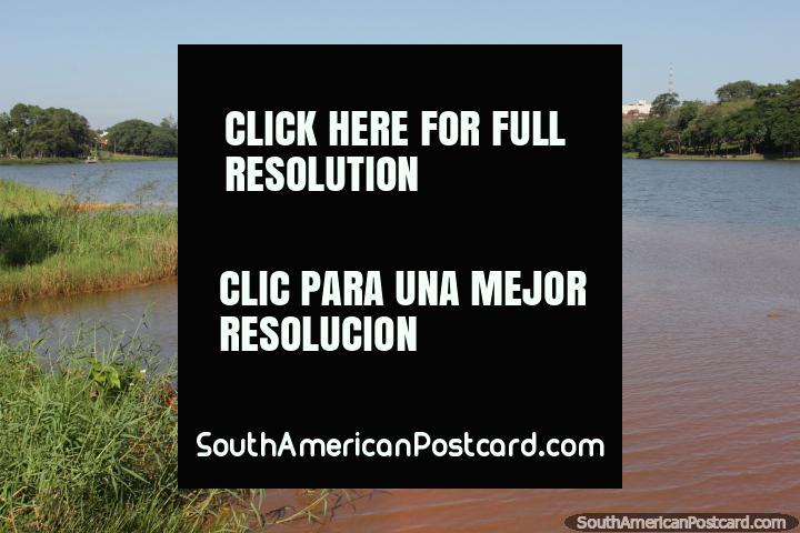 Lago da Republica em Cidade do Este, o lago na cidade. (720x480px). Paraguai, América do Sul.
