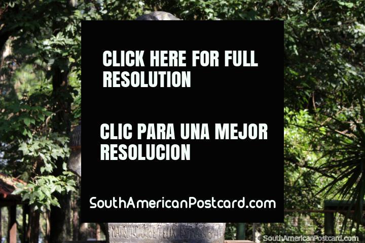 Jose Felix Estigarribia (1888-1940), war hero and ex-President, bronze bust in Ciudad del Este. (720x480px). Paraguay, South America.