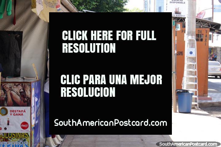 Ropas para mujeres para la venta en el Paseo Monseñor Rodríguez en Ciudad del Este. (720x480px). Paraguay, Sudamerica.