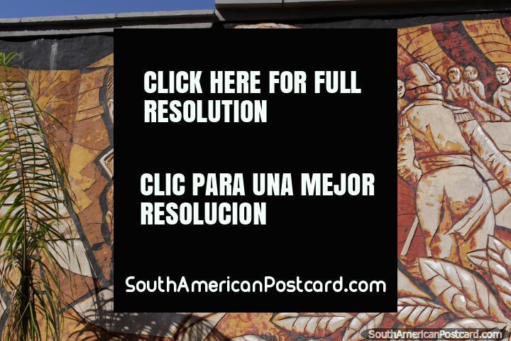 Mural esculpido de 6 pessoas importantes do Paraguai em Cidade do Este. (720x480px). Paraguai, América do Sul.