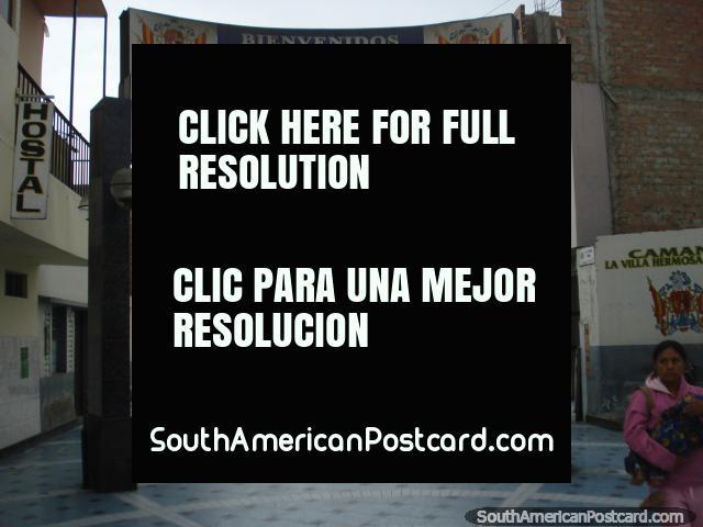 Tiendas, paradores y restaurantes en el centro de Camana. (640x480px). Perú, Sudamerica.