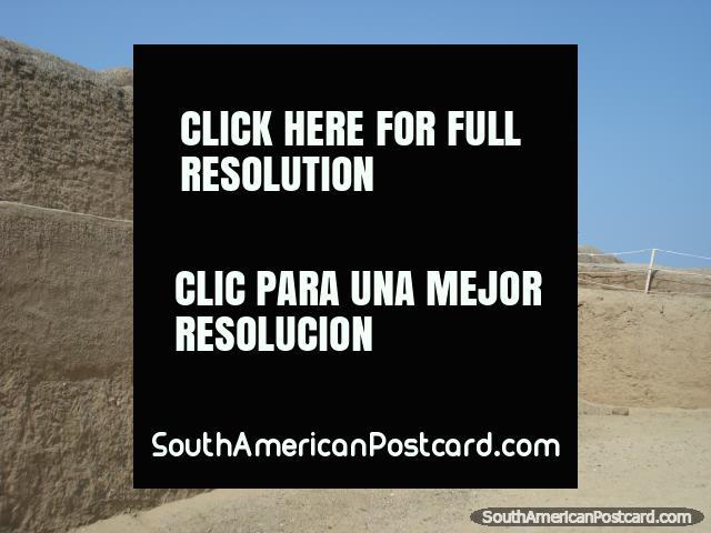 Andando em volta de Chan Chan, a cidade antiga de Chimu. (640x480px). Peru, América do Sul.