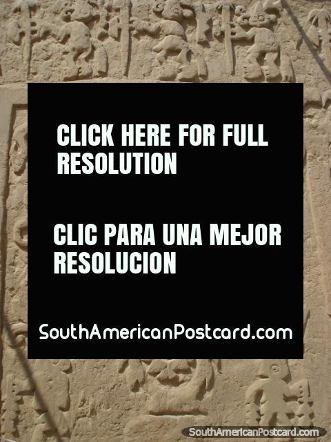 Diseños grabados en las paredes de Arco Iris Huaca o Dragón en Trujillo. (480x640px). Perú, Sudamerica.