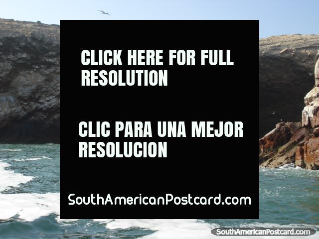 Islas Ballestas tunnel of rock. (640x480px). Peru, South America.