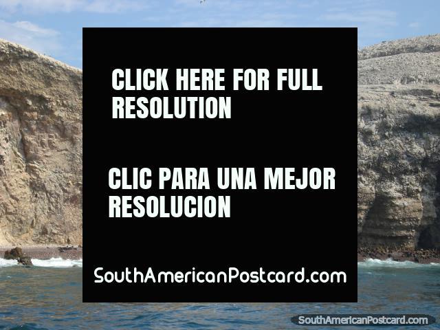1000's of seals on a stoney beach at Islas Ballestas. (640x480px). Peru, South America.