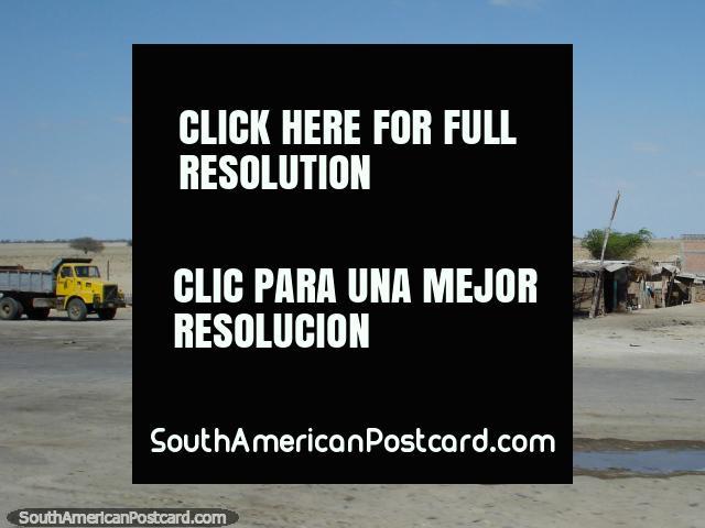 Restaurante 'El Crucenito' no deserto do norte ao sul de Piura. (640x480px). Peru, América do Sul.