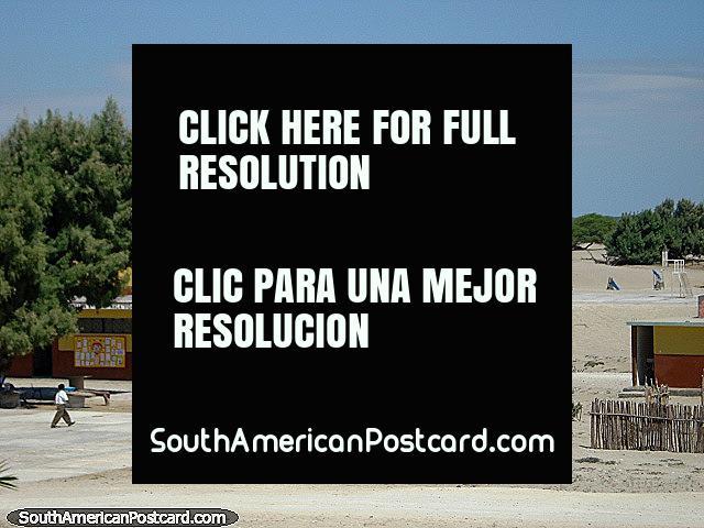 Uma escola no deserto no norte, ao sul de Piura. (640x480px). Peru, América do Sul.