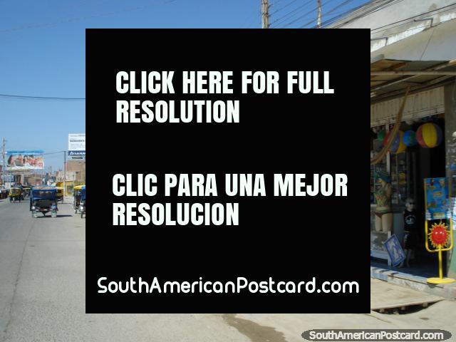 Rua e lojas em Mancora. (640x480px). Peru, América do Sul.