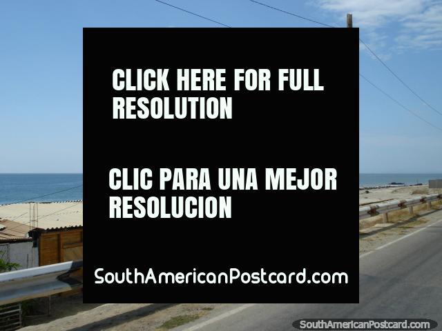 Coast and beach between Mancora and Zorritos. (640x480px). Peru, South America.