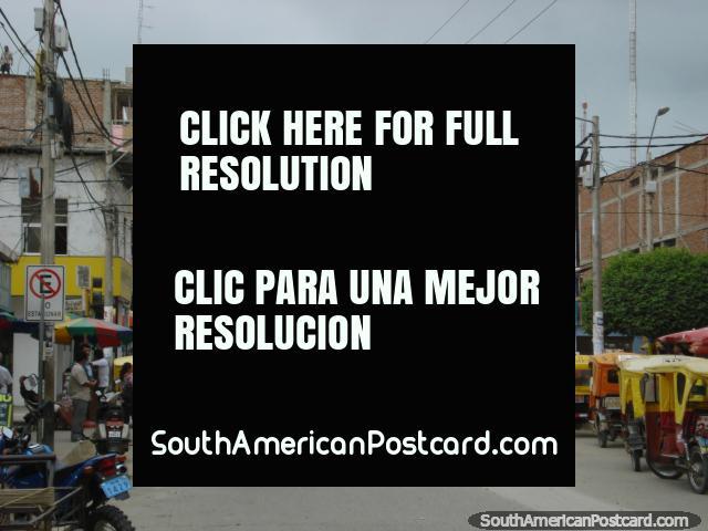 Mototaxis nas ruas de Tumbes, a capital de ceviche. (640x480px). Peru, América do Sul.